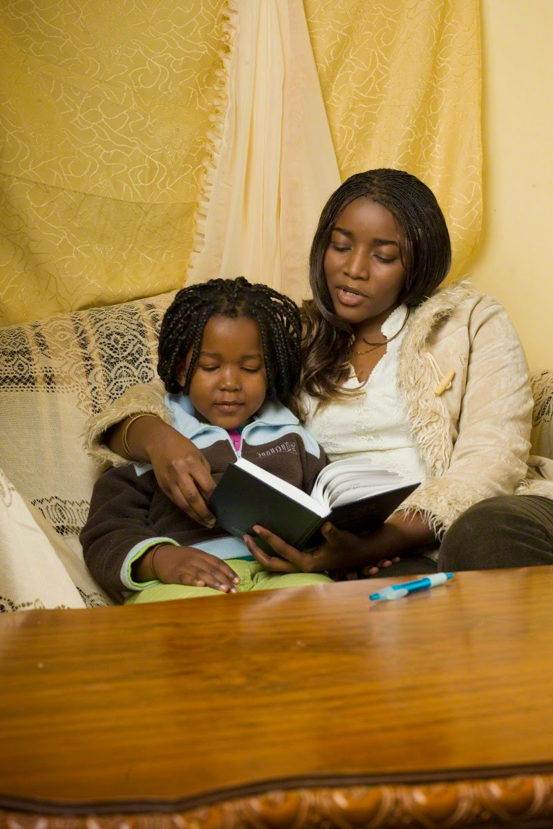 mother-daughter-reading-439386-print